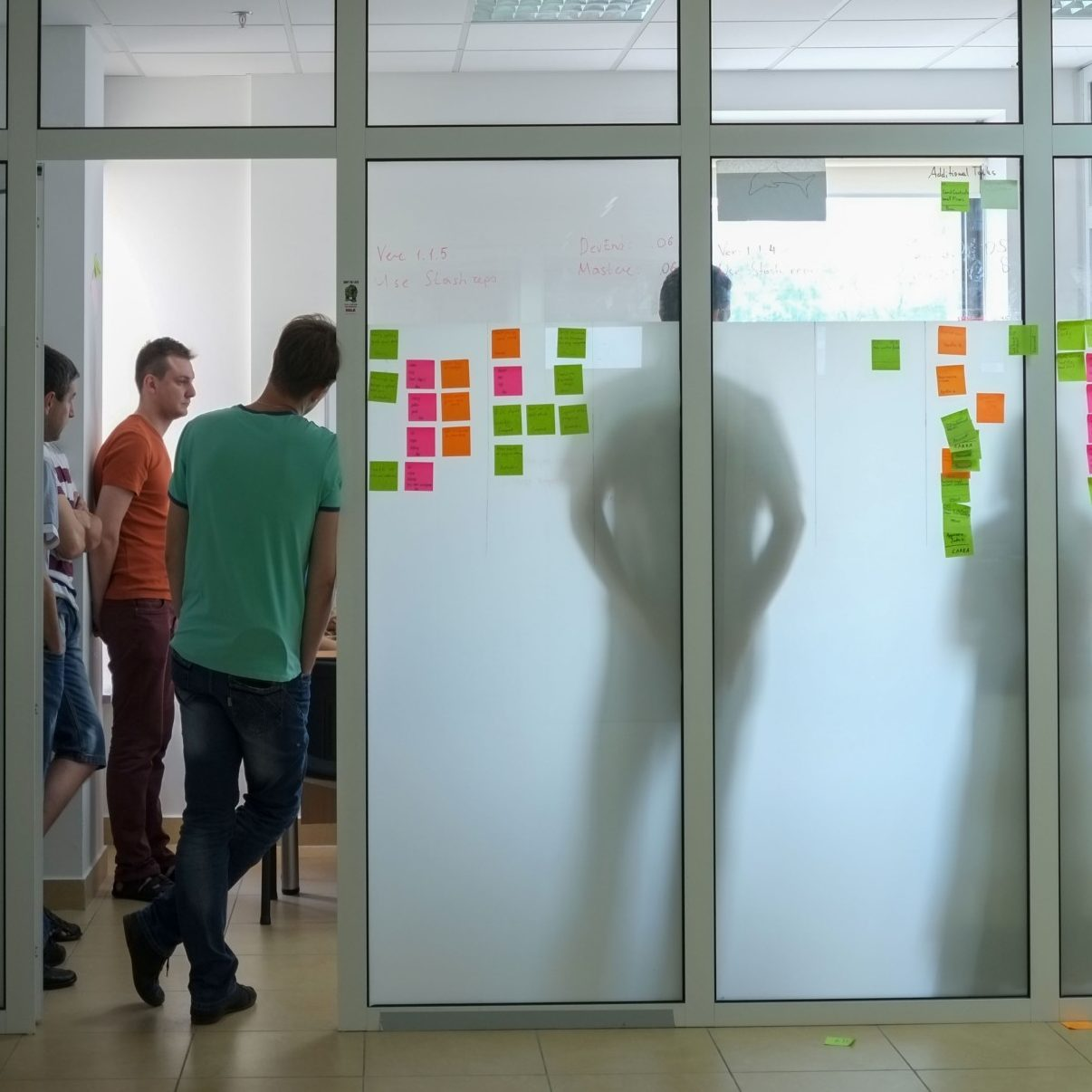 daily-scrum-meeting_t20_oRppz4