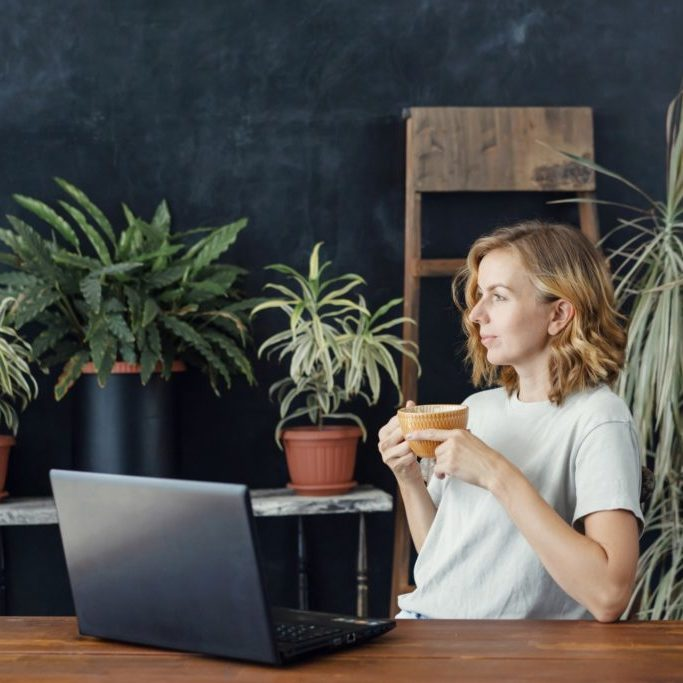 laptop-female-lifestyle-coffee-people-technology-woman-computer-young-adult-business-girl-casual_t20_ynpYRO